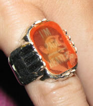 "This unique flicker ring flips between an image of Paul McCartney and the phrase ""I'm Paul."""